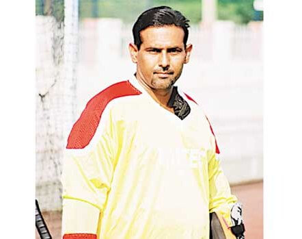 Former goalkeeper was suffering from a heart condition