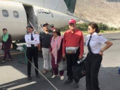 A picture of Captain Maryam Masood and First Officer Shumaila Mazhar has gone viral and social media can't stop praising the women